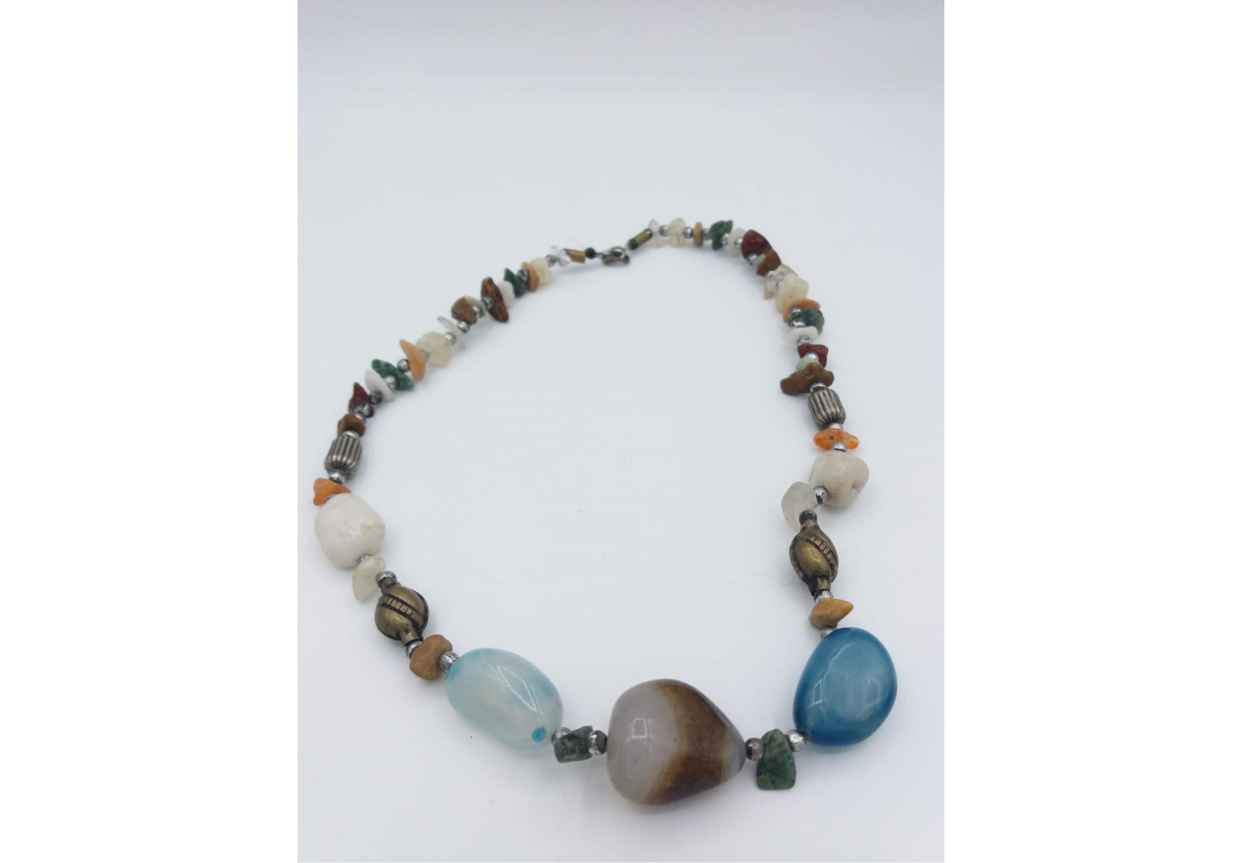 Гердан с различни полускъпоценни камъни