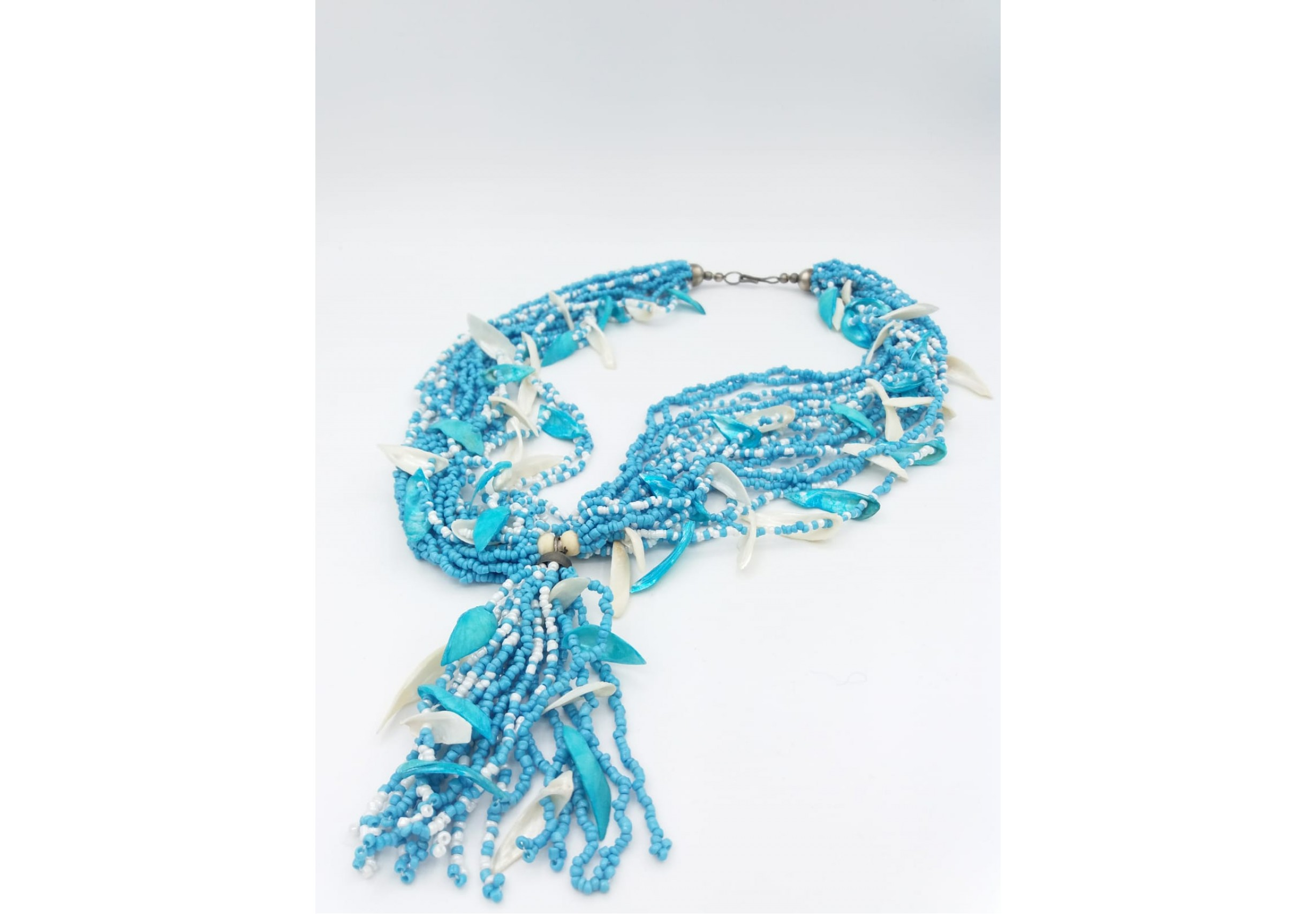 Bead necklace in blue and white